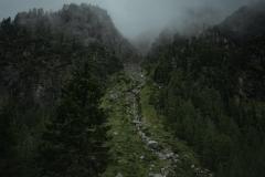 priroda-skaly-tuman-derevia-gory-kamni