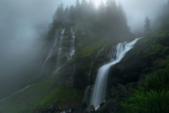 priroda-vodopad-vodopady-reka-skaly-les-derevia-dymka-tuman