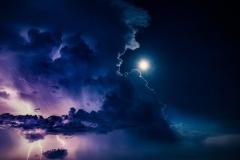 tuchi-molnii-groza-luna-clouds-lightning-thunderstorm-moon-t